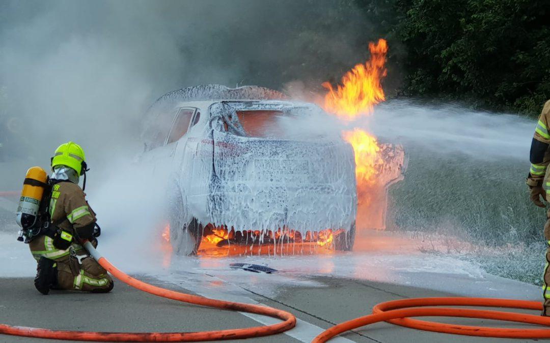 Brand PKW auf der Autobahn