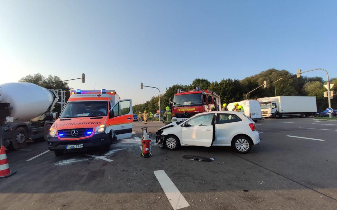 Verkehrsunfall im Kreuzungsbereich B13